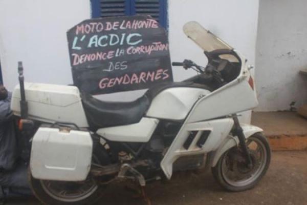 moto-gendarmes326E7F6A-1EAE-4429-9A4B-0436FAE9B1DE.jpg